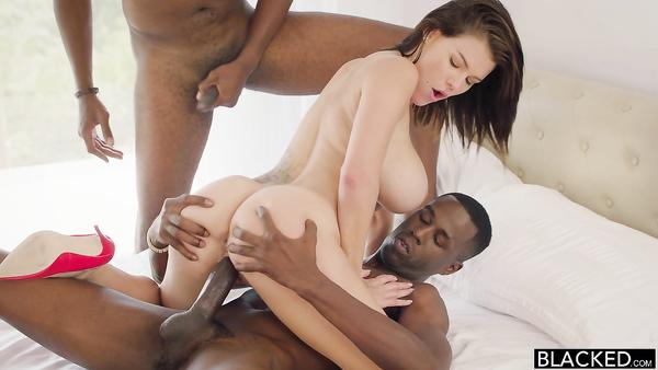 Busty pornstar Peta Jensen with a perfect body takes two big black dicks in her pussy cipap
