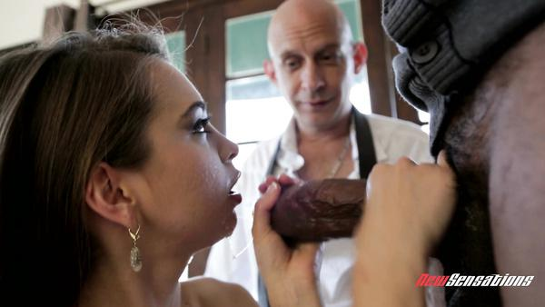 Dad looks like his daughter Riley Reid becomes an adult and gets squirting xvedio
