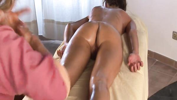 Video from the hidden camera in the massage salon xnvideos
